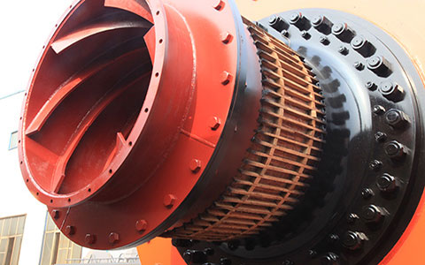 Feeding device of cement ball mill